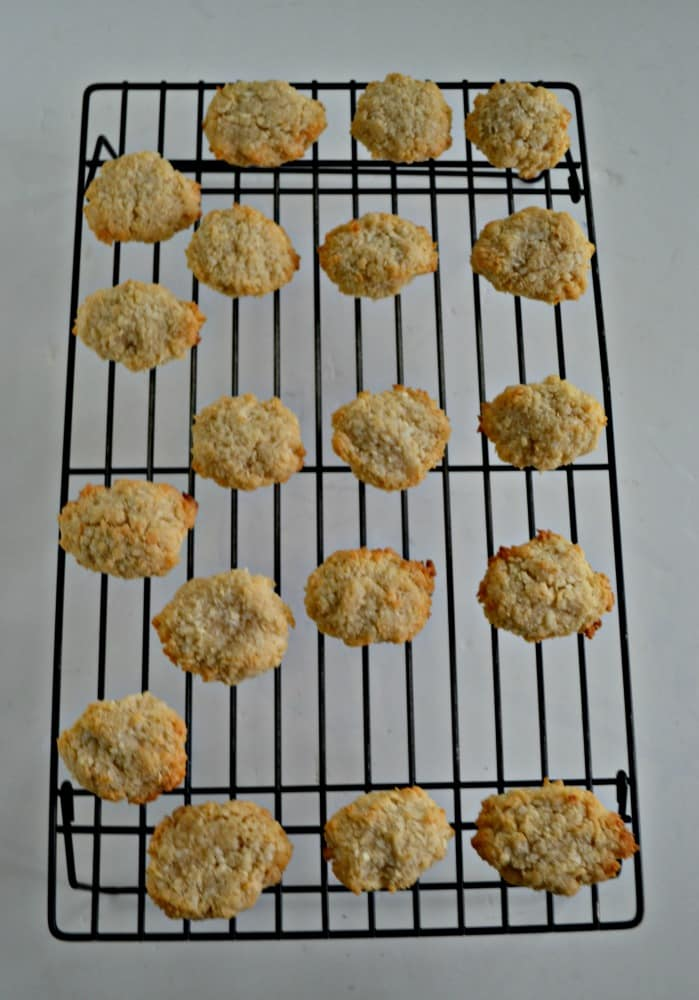 Bake a batch of these delicious gluten free and vegan coconut macaroons!