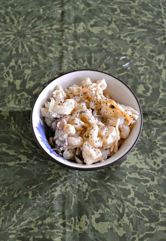 Looking for a delicious side dish? Check out this delicious Jalapeno Popper Macaroni Salad