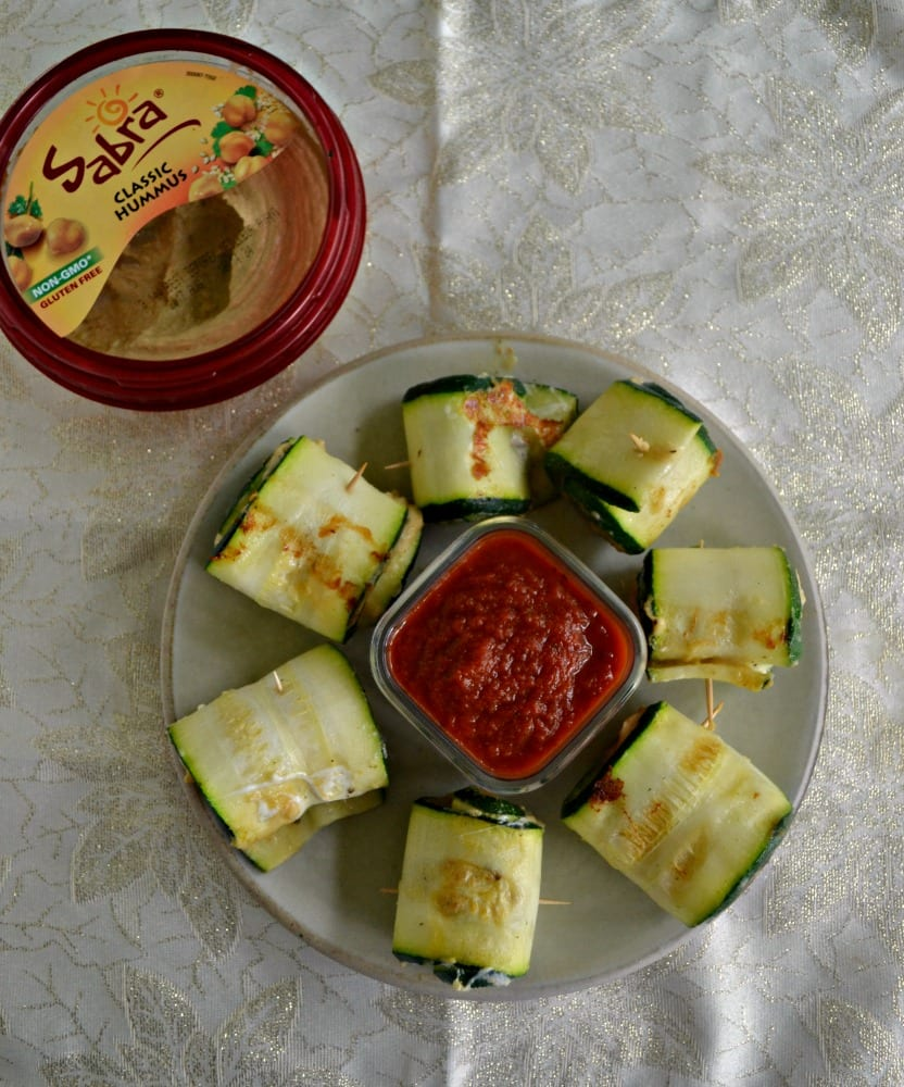 Looking for a fresh and tasty snack? Try these awesome Zucchini Roll Ups with Hummus and Mozzarella!