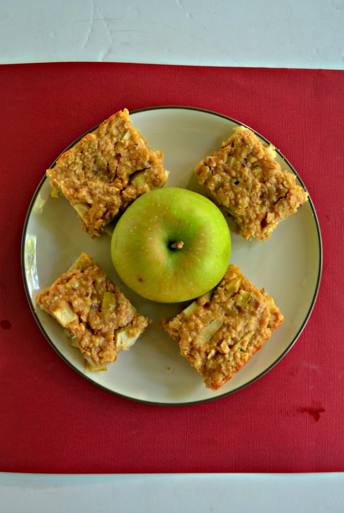 It's easy to make these delicious Apple Oatmeal Breakfast Bars that you can enjoy all week long!