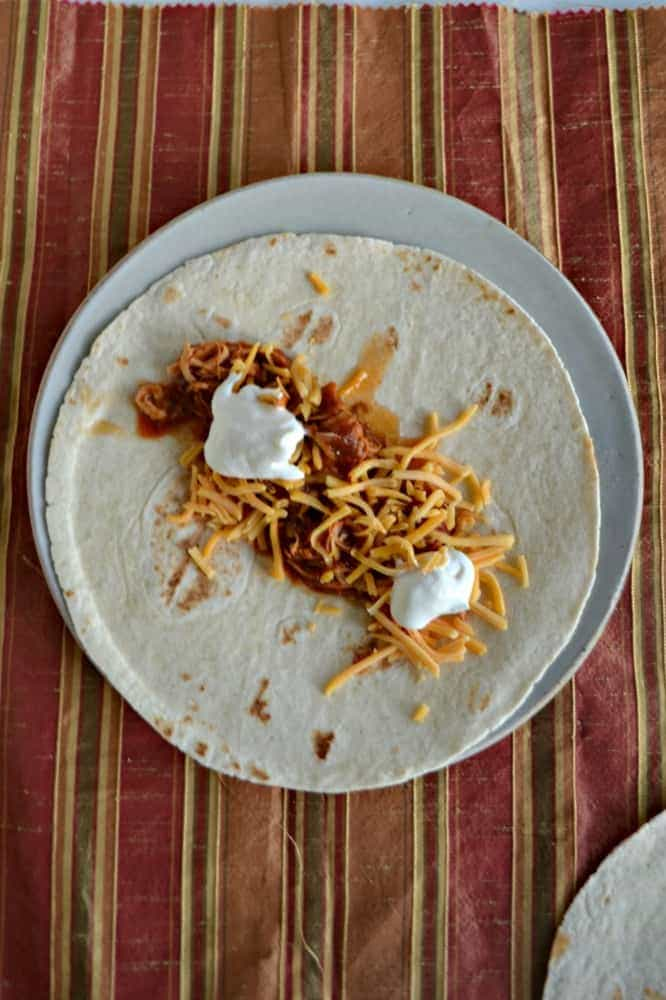 Have a busy night? Try these Slow Cooker Chicken Tacos!