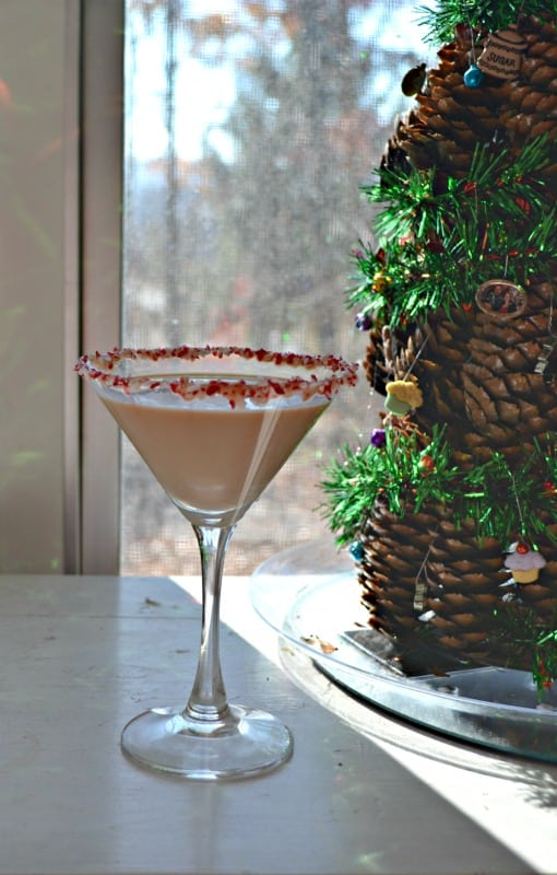 Having a holiday party? Make these fun Candy Cane Martinis!