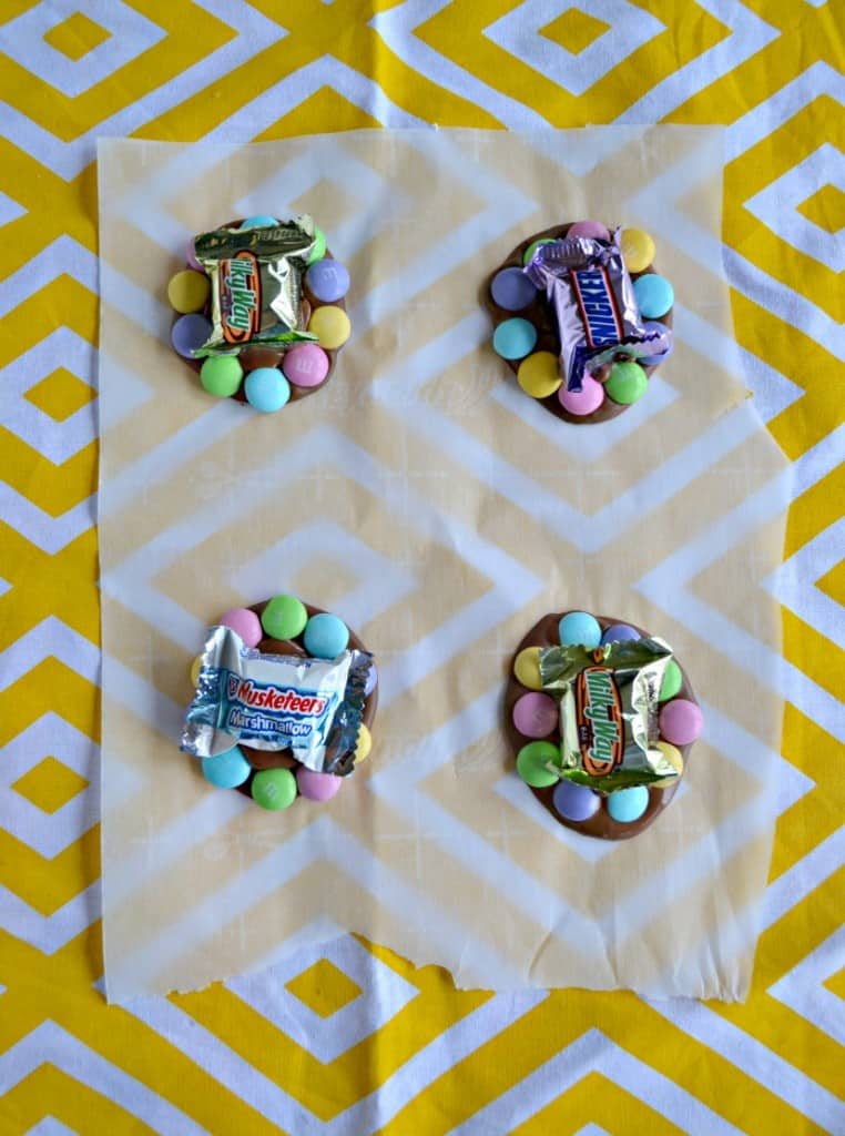 Place Mars Spring Mix Minis in the center of M&M'S® candies to make edible flowers!