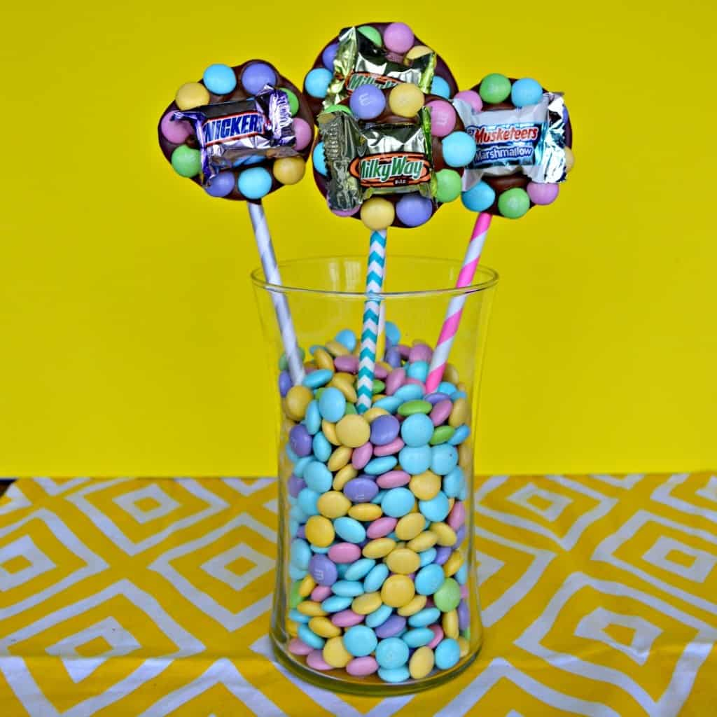 Grab some M&M'S Candies and Mars Minis and make this fun Edible Easter Centerpiece!