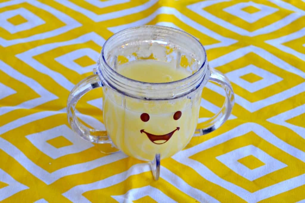 Getting ready to feed your baby solids? Make this tasty Pear Puree!