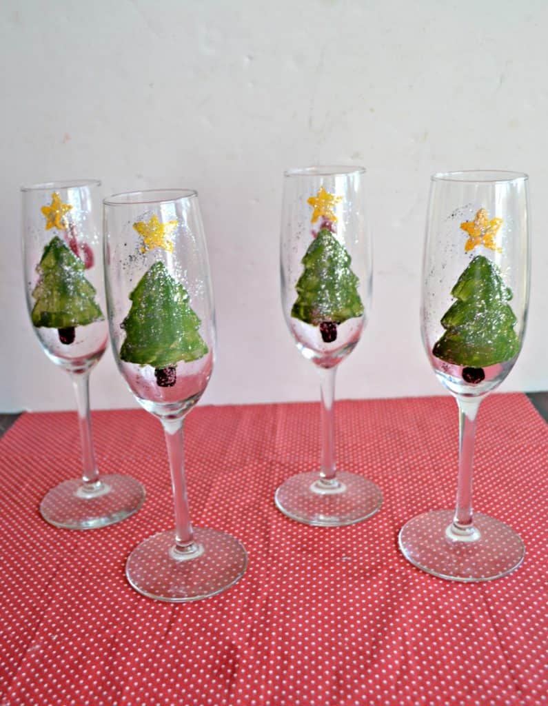 Need a homemade holiday gift? Make these Hand Painted Champagne Glasses