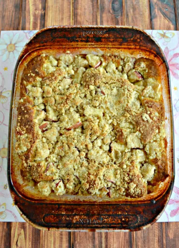 Looking for a tasty breakfast treat? Make this awesome Apple Coffee Cake recipe