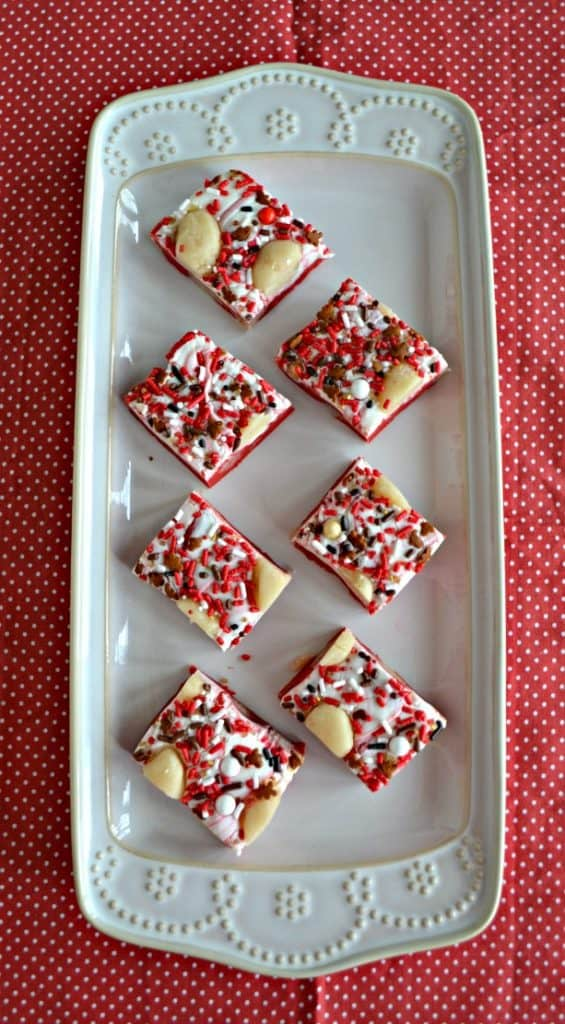 Want to give a fun foodie gift this holiday? Give this tasty Sugar Cookie Dough Fudge