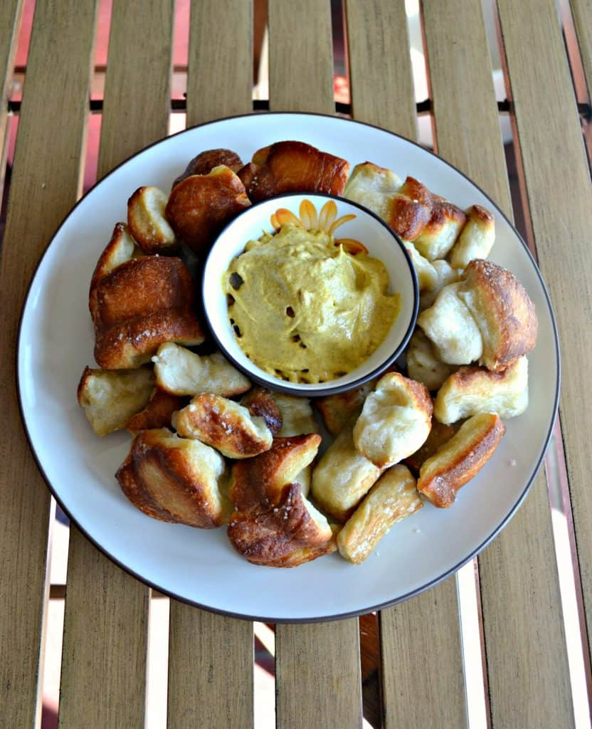 Looking for a great brunch appetizer? Check out my Pretzel Monkey Bread!