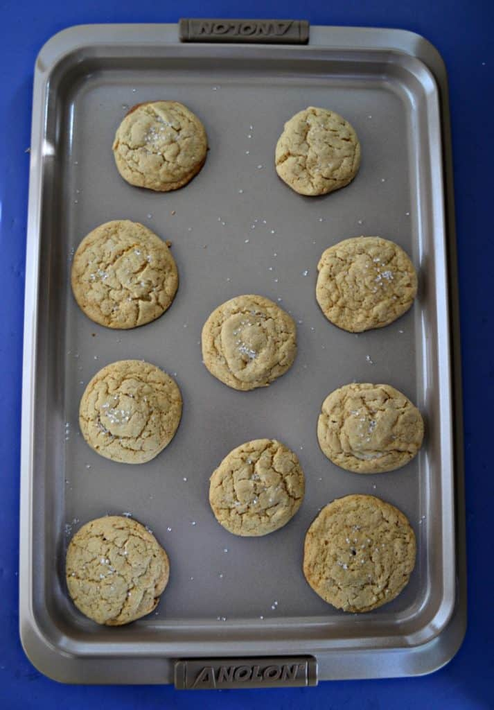 A cookie ssheet with baked cookies arranged on it.